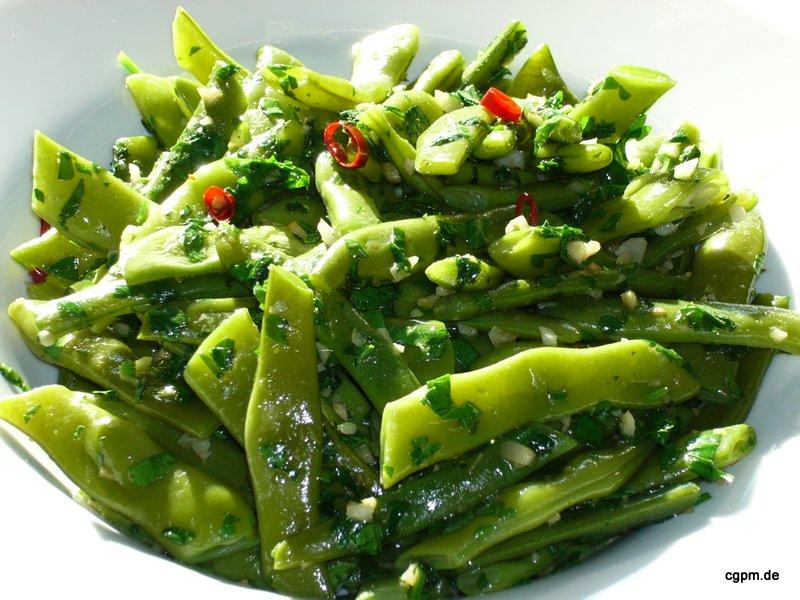Grüne Bohnen mit Basilikum und Chili